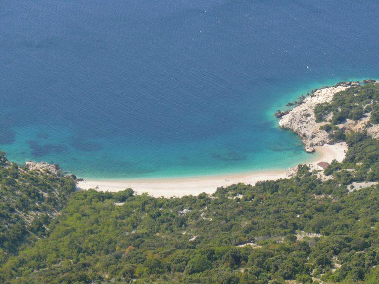 Plaża Sv. Ivan tuż pod miejscowością Lubenice